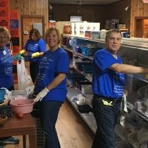 c-volunteers-at-fish-food-pantry